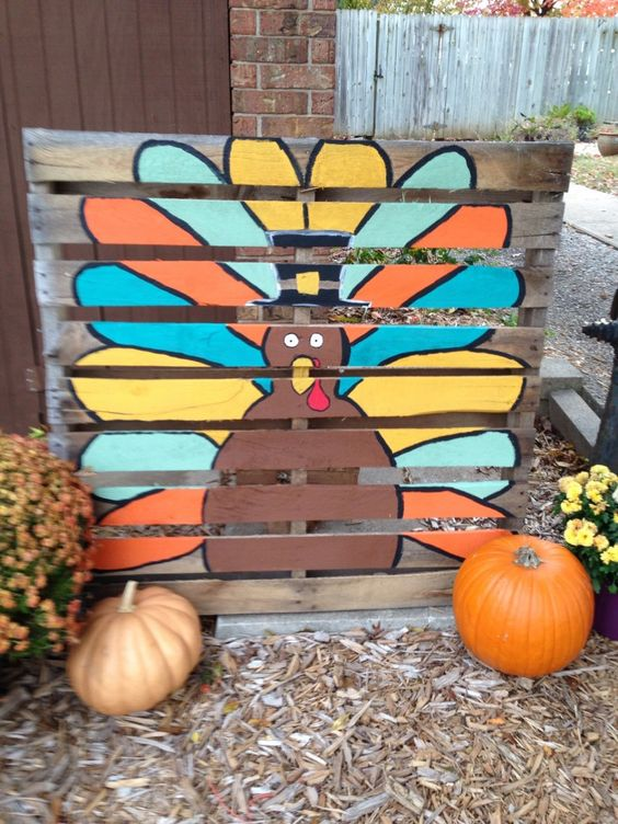 Creative Fall Pallet Projects for Decorating Your Home